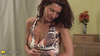 Mature slut playing with her wet pussy on her bed