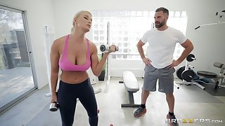 London River enjoys the best sex at the gym just about the brush horny trainer
