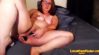 Milf squirts on bed