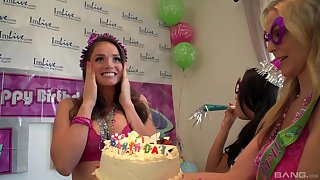 Birthday party turns on touching a lesbian manipulate copulation with hideous Julia Ann