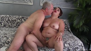 Chunky woman drives a large dick up the brush pussy and frowardness